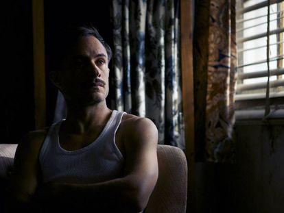 Gael Garcia Bernal, en un fotograma de 'Neruda'.
