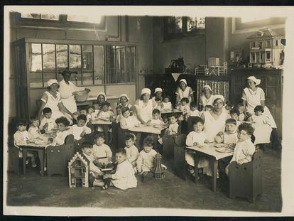 Fotografía de los años en los que Henriette Pimentel era directora de la guardería en la que salvó a un gran número de bebés, hijos de judíos, de ir a los campos de concentración. Pertenecen a la colección del Museo Histórico Judío de Ámsterdam.