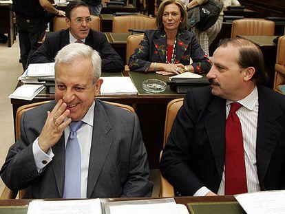 Los diputados del PP Jaime Ignacio del Burgo (izquierda) y Vicente Martínez-Pujalte, en la comisión del 11-M.