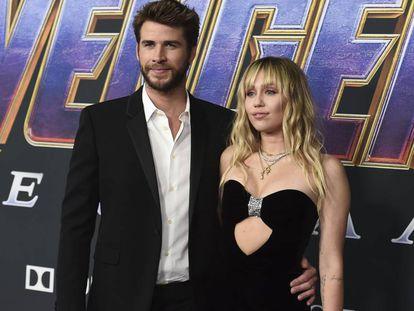 Liam Hemsworth y Miley Cyrus, en Los Ángeles, en abril de 2019.