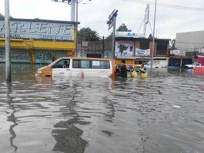 Inundaciones en el oriente de la Ciudad de México este viernes.