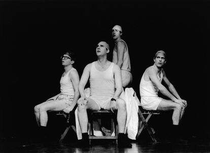 La compañía de teatro Yllana celebra su vigésimo aniversario reestrenando su ópera prima, '¡Muu!'