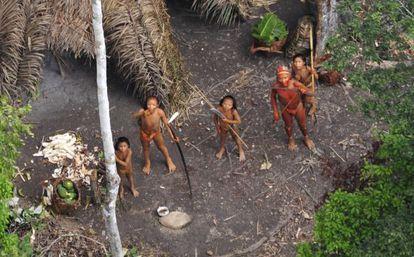 Miembros de una tribu aislada del Amazonas (Brasil).