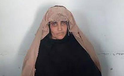 Sharbat Gula: Detenida en Pakistán la niña afgana de 'National Geographic'  por documentos falsos | Internacional | EL PAÍS