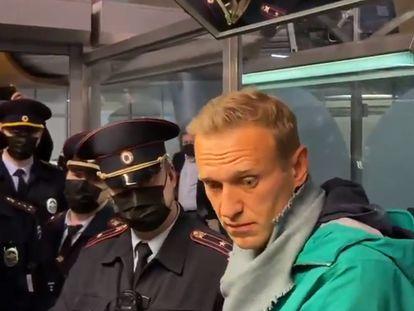 Alexéi Navalni fue detenido tras aterrizar en el aeropuerto de Moscú.
