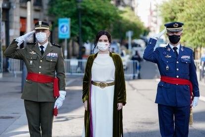 Isabel Díaz Ayuso, durante la ofrenda floral a los héroes del Dos de Mayo.