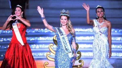 Mireia Lalaguna Rozo, con su corona de Miss Mundo.