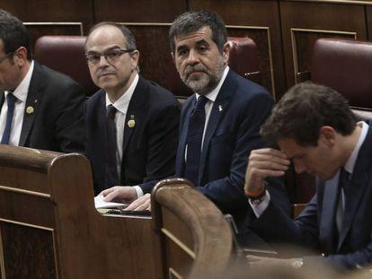 Desde la izquierda, Josep Rull, Jordi Turull, Jordi Sànchez y Albert Rivera durante la sesión constitutiva del Congreso de los Diputados.
