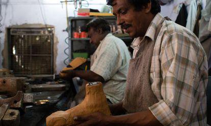 La prótesis, con forma de un pie natural, es apto para la vida rural y las necesidades en Asia.