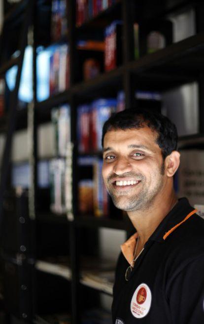 Amin Sheikh fue niño de la calle hace más de tres dñecadas. Hoy, ayuda a otros como él.