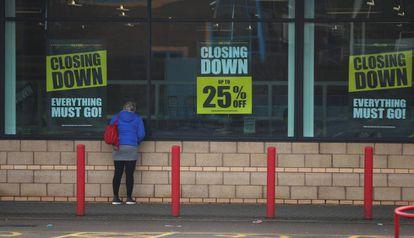 La tienda de Toys 'R' Us en Coventry anuncia descuentos por cierre.