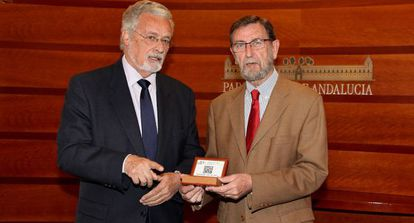 Jesús Maeztu y Manuel Gracia, este lunes en el Parlamento.