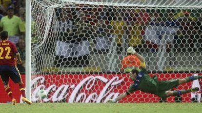 Jesús Navas bate a Buffon en el penalti decisivo.