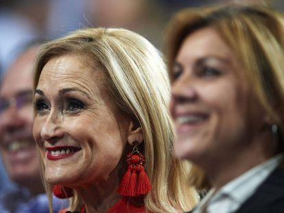 La presidenta de la Comunidad de Madrid, Cristina Cifuentes, junto a la secretaria general del Partido Popular, María Dolores de Cospedal.