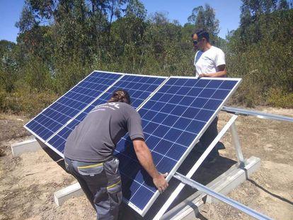 Paneles solares instalados en 2020 en las afueras de Lucena del Puerto.