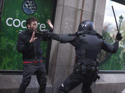 Durante el desahucio de Lavapiés ha habido enfrentamientos entre manifestantes y policías municipales.