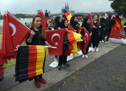 Simpatizantes de Erdogan se reúnen en Colonia (Alemania), el pasado domingo.