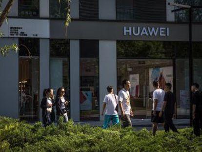 La inclusión de Huawei en la lista negra de EE UU impide en la práctica a las firmas estadounidenses venderle componentes o  software