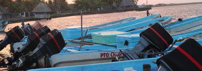 Embarcaciones en Barra de San José, Mazatán, Chiapas