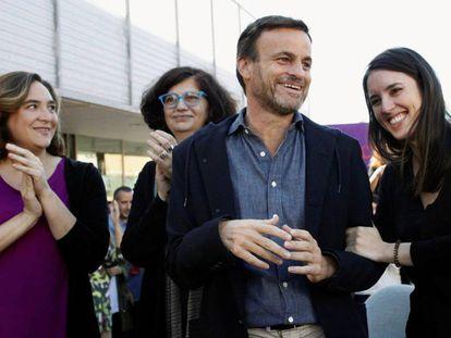 Ada Colau, Rosa Lluch, Jaume Asens e Irene Montero en el acto en Santa Coloma de Gramenet en el acto