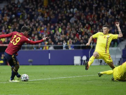 Gerard Morteno marca el tercer gol de España.