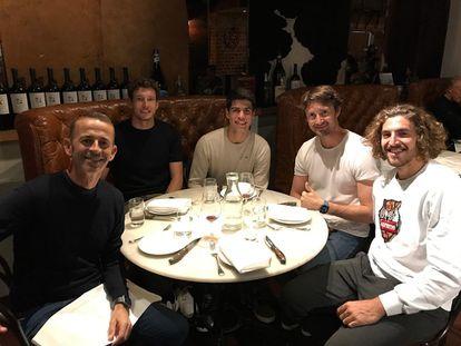 Alcaraz, durante una cena con Samuel López, Pablo Carreño, Juan Carlos Ferrero y Mario Vilella. / @alcarazcarlos03