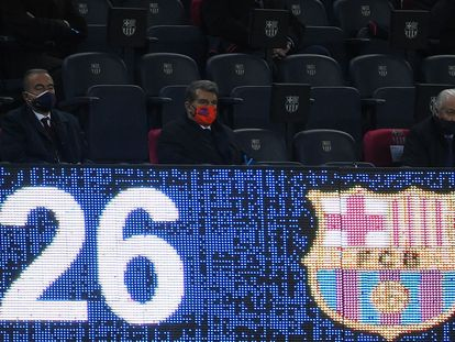 Laporta, en el palco del Camp Nou en el duelo ante el Huesca.