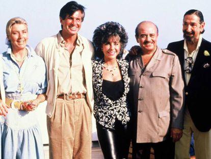De izquierda a derecha: Margit Ohlson, George Hamilton, Elizabeth Taylor, Adnan Khashoggi y Jaime de Mora y Aragón.