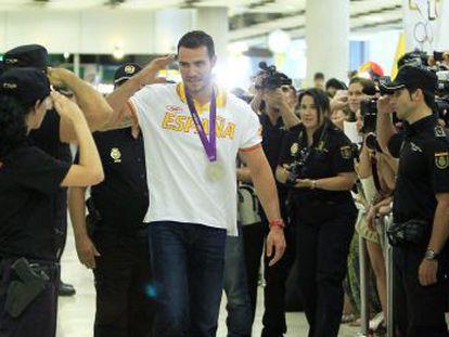 Saúl Craviotto, recibido por sus compañeros de la Policía Nacional tras Londres 2012.