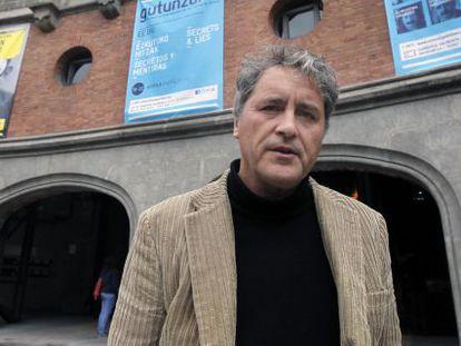 Manuel Rivas, ayer en el exterior de la Alhóndiga, sede del V Festival Internacional de las Letras.