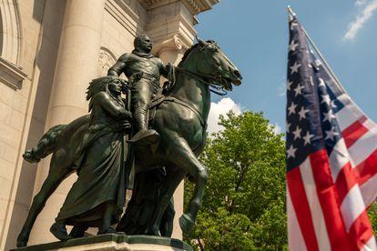La estatua del presidente Theodore Roosevelt en el Museo de Historia Natural de Nueva York.
