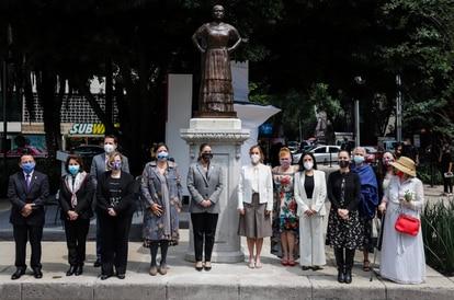 Inauguración de la estatua de Leona Vicario en el Paseo de la Reforma de Ciudad de México.