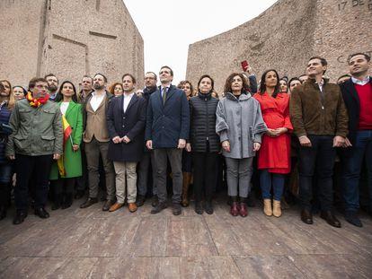 Los líderes del PP, Ciudadanos y Vox se reunieron el 10 de febrero de 2019 en la madrileña plaza de Colón. En la imagen, de izquierda a derecha, José Luis Martínez-Almeida (PP), Rocío Monasterio (Vox), Javier Ortega Smith (Vox), Santiago Abascal (Vox), Cristiano Brown (UPyD), Javier Maroto (PP), Pablo Casado (PP), Carmen Moriyón (Foro Asturias), Yolanda Ibáñez (UPN), Begoña Villacís, Albert Rivera e Ignacio Aguado (Ciudadanos).