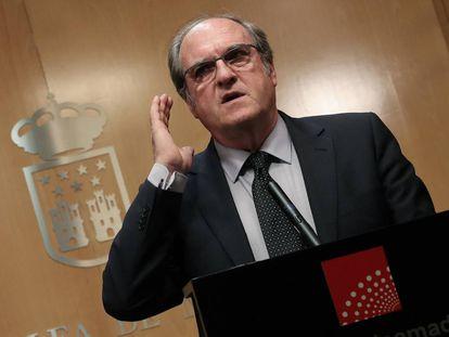 El candidato socialista a la presidencia de la Comunidad de Madrid, Ángel Gabilondo, el martes tras reunirse con el presidente de la Asamblea, Juan Trinidad.