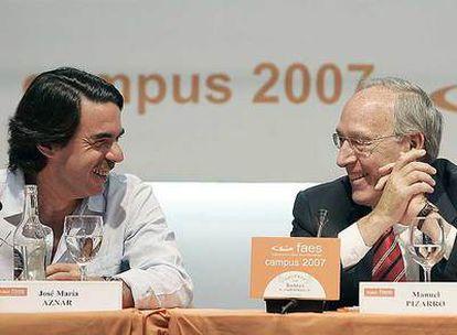 Manuel Pizarro y José María Aznar, durante un acto organizado por la FAES, el 11 de julio pasado.