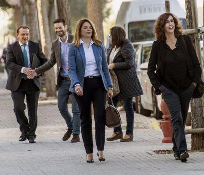 Las magistradas Samantha Romero (izquierda) Eleonor Moyà (derecha) a su llegada a una vista preparatoria del juicio del 'caso Nóos'.