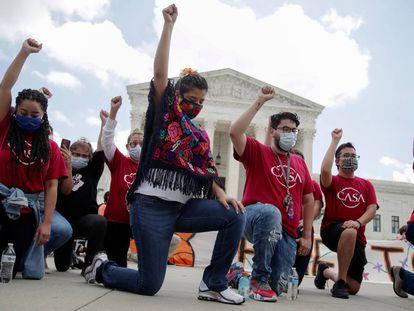 Un grupo de 'dreamers' protesta ante el Tribunal Supremo, en una imagen de archivo.
