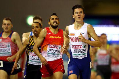 Momento de la lesión de Saúl Ordóñez, junto a Jakob Ingebrigtsen, en la serie de 1.500m.