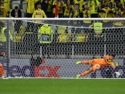 Rulli detiene el penalti definitivo a De Gea.