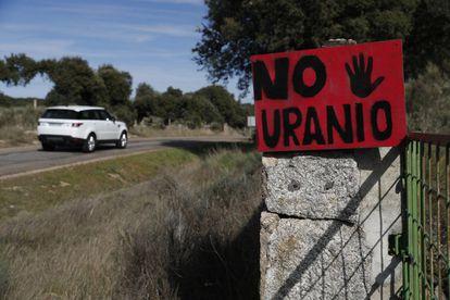Carteles en contra de la mina en la zona de Retortillo y Villavieja de Yeltes.