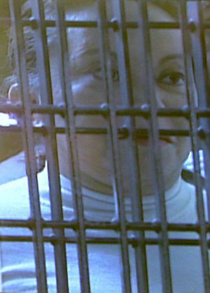 Elba Esther Gordillo escucha los cargos en su contra.