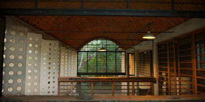 En la 'Casa de la muralla', en la India, trabajó un equipo enteramente local con materiales locales. |