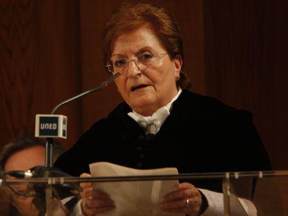 Elisa Pérez Vera, durante el homenaje a las rectoras de la Universidad Española en la UNED, en 2008.