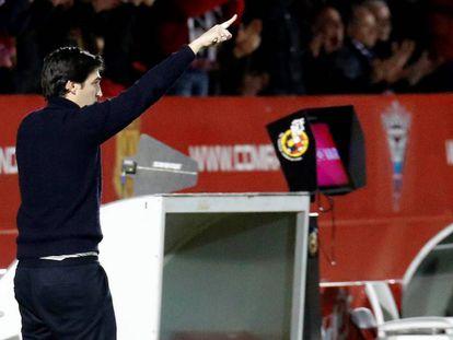 El entrenador del Mirandés, Andoni Iraola, durante el partido de Copa ante el Sevilla.