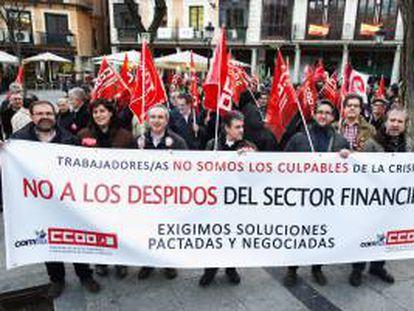Protesta por los expedientes de regulación de empleo en entidades financieras.