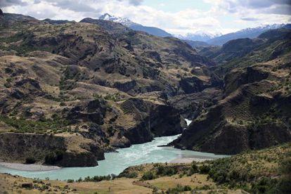 Imagen de la confluencia del río Baker y el Chacabuco, donde HidroAysén pretende construir una de sus presas. / Jorge Uzón (AP)