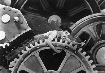 En 'Tiempos modernos' (1936), Charles Chaplin ya advirtió sobre los peligros de las máquinas en el trabajo.