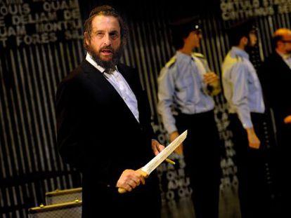 Ramon Madaula, en primer término, caracterizado como Shylock.