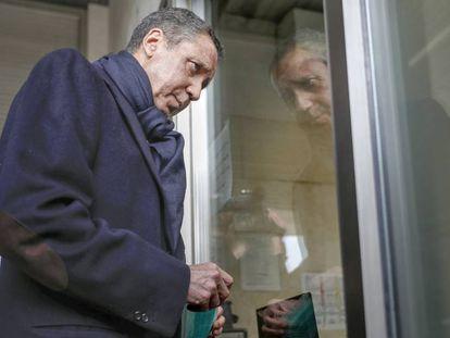 El expresidente de la Generalitat, Eduardo Zaplana, este lunes en un juzgado de Valencia.