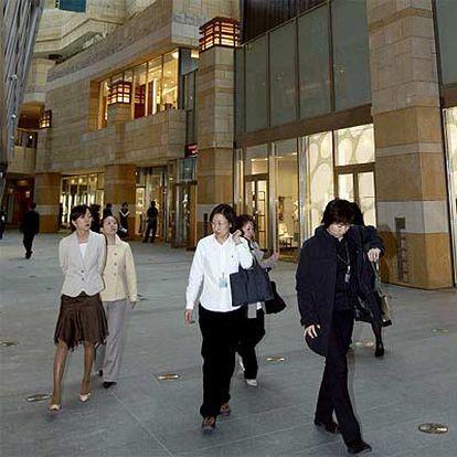 Los centros comerciales de Tokio acogen a firmas de moda europeas.